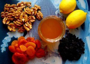полезное сочетание сухофруктов, меда и лимона