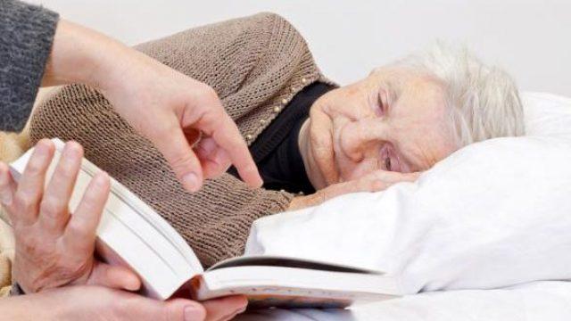 чем занять лежачего больного
