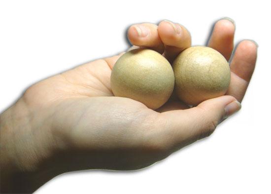 катание шариков в руке